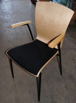 Konferansestol i bjerk / sort stoff,  pent brukt